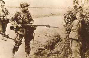US paratrooper captures a German soldier
