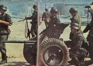 German infantry squad around their 3.7cm PAK 36
