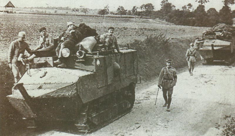 Schneider assault tanks move up to the front