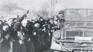 Greeks greeting German troops