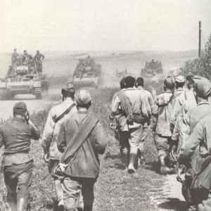 German tanks advancing, Russian PoW's flow back