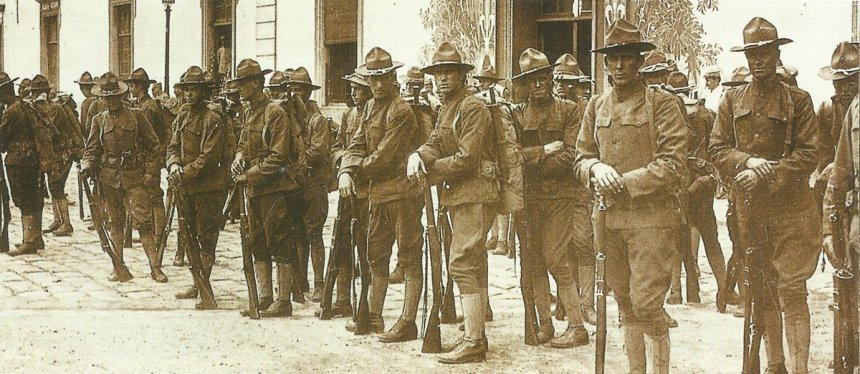 group of American soldiers on their arrival in France