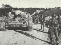 assault gun StuG Ausf.F with Panzergrenadiers