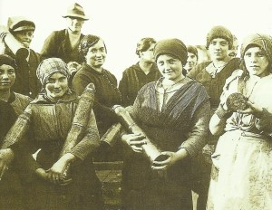 Italian women munition workers