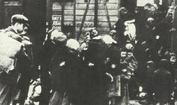 Arrival of freight cars with Jews