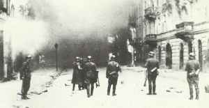 SS troops burn the Warsaw Ghetto