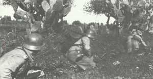 German infantry laying in line