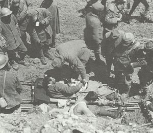 Wounded Italians receive front-line medical aid