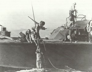 Carbine M1 on a US motorboat
