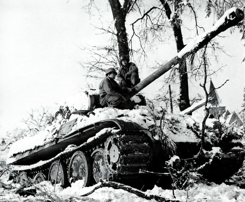 Panther tank of the HJ-Division left behind