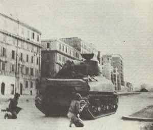 US soldiers advancing into Rome