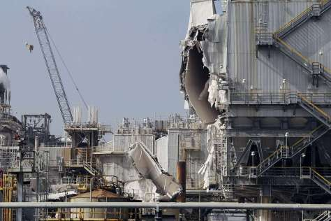 The ExxonMobil refinery is seen after an explosion in a gasoline processing unit at the facility, in Torrance, Calif., on Wednesday, Feb. 18, 2015. Two workers suffered minor injuries and a small fire at the unit was quickly put out. The incident triggered a safety flare to burn off flammable substances. The facility about 20 miles south of downtown Los Angeles covers 750 acres, employs over a thousand people, and processes an average of 155,000 barrels of crude oil per day, according to the company. (AP Photo/Nick Ut) Photo: Nick Ut, Associated Press