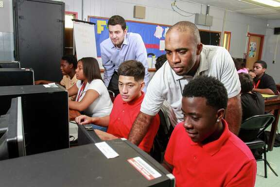 Adeeb Barqawi, left, and Damon Hoyle tutor students at the ProUnitas Kashmere Success Center. Seated, from left, are students Paige Porter, Genea Moorehead, Ignacio Moreno and Zion Toussiant. The nonprofit also helps connect students with various services.