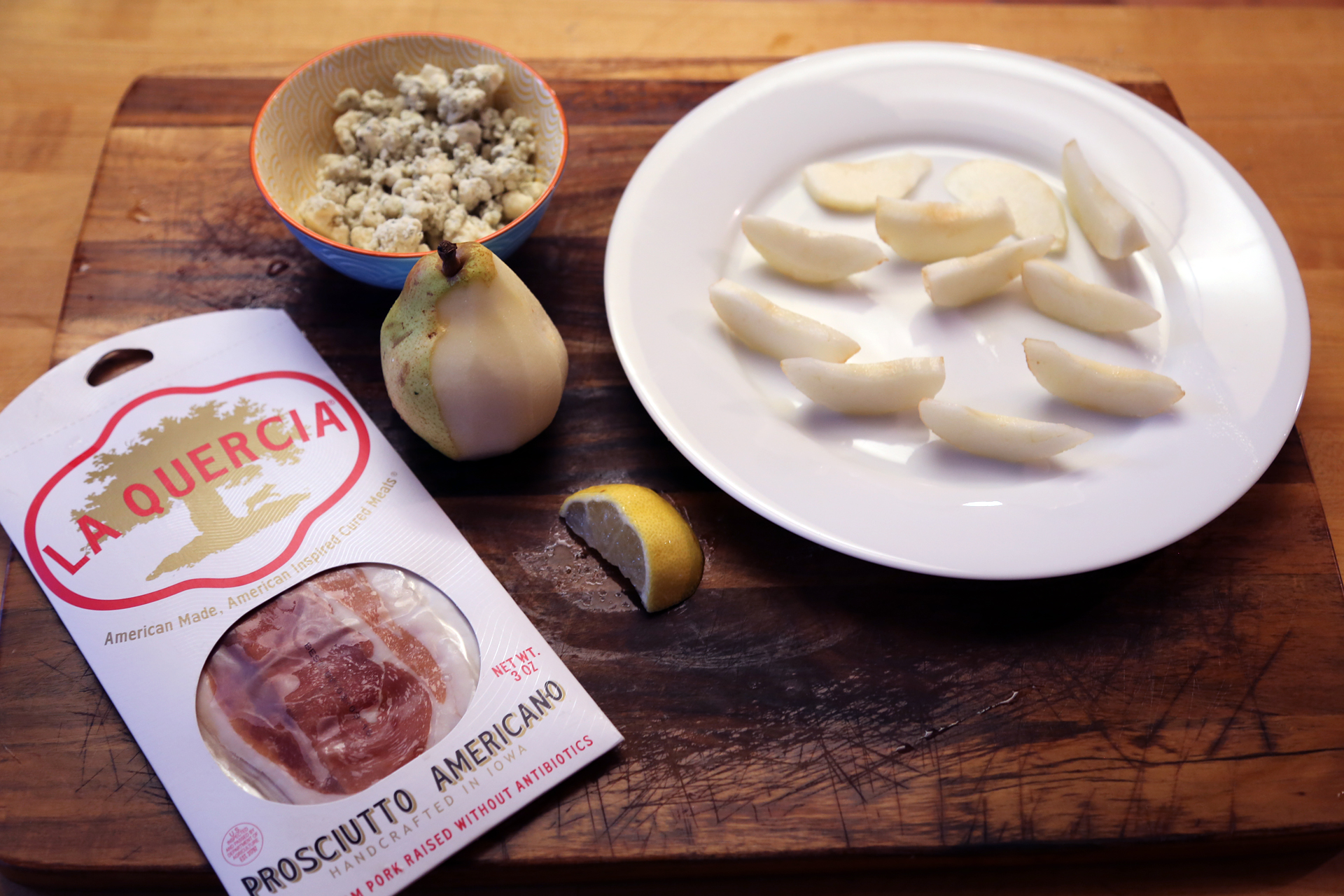 Prosciutto-Wrapped Pears with Gorgonzola ingredients
