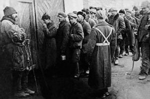 Polish ex-gulag prisoners lining up to join Anders army circa 1941