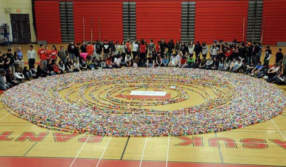 Masuk Students Construct Record Breaking Pi Paper Chain