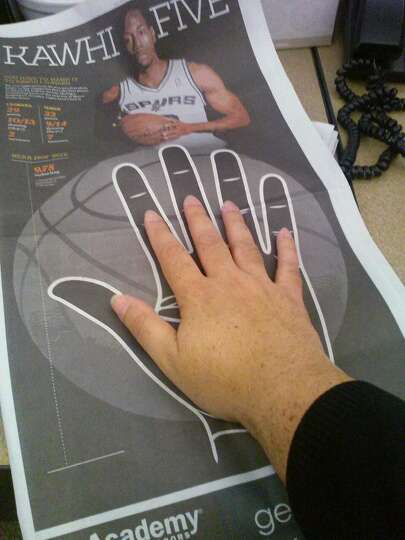 Spurs Kawhi Leonard S Hand Measures 9 75 Inches Long