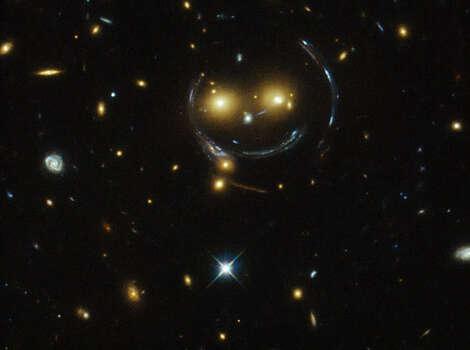 "A galaxy cluster ""smiles"" at the Hubble Telescope. Photo: NASA/ESA"