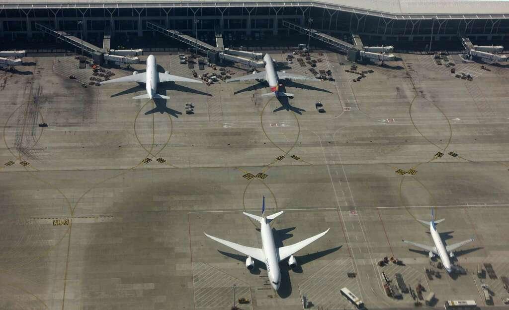 Resultado de imagen para Aeropuerto Intercontinental Bush hurricane harvey