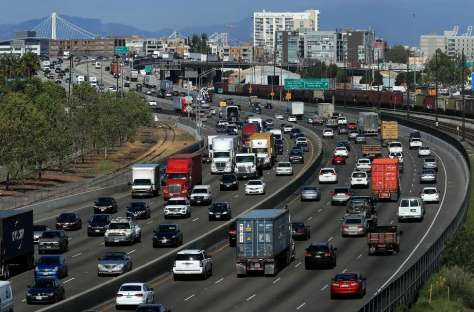 3 line cap please Traffic moves along highway 880 through downtown Oakland, Ca. on Wed. April 19, 2017. Photo: Michael Macor, The Chronicle