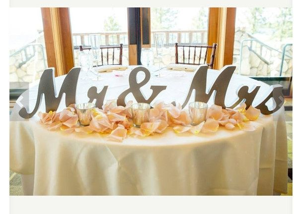 Sweetheart Table: Mr & Mrs Sign