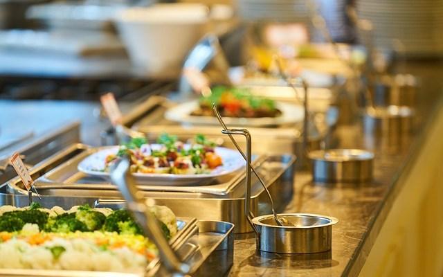 Kuntien julkiset ruokapalvelut ilmastoystävällisen ruuan lisääjinä