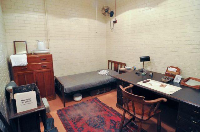 Кабинет-спальня одного из министров.