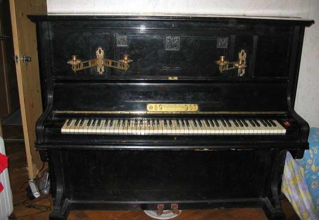 Трофейное пианино сегодня в одной из московских квартир.