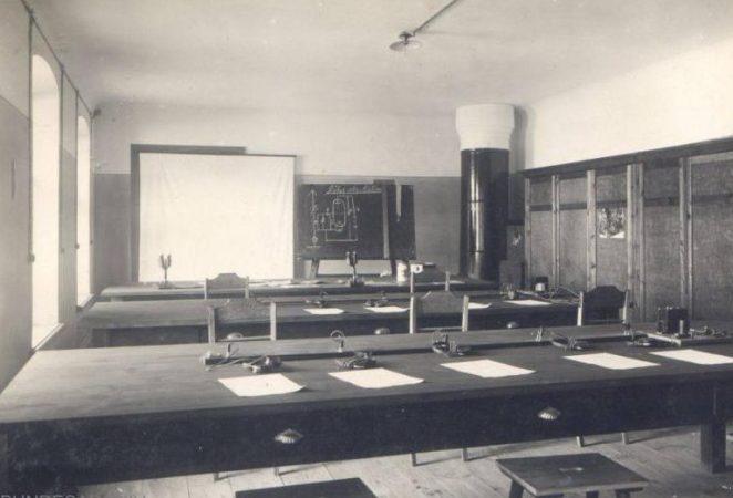 Учебный класс школы.