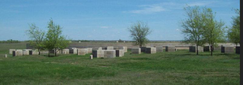 Гранитные кубы с именами погибших немцев.