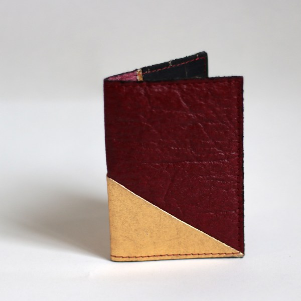 Leather-free Piñatex burgundy card case made in France