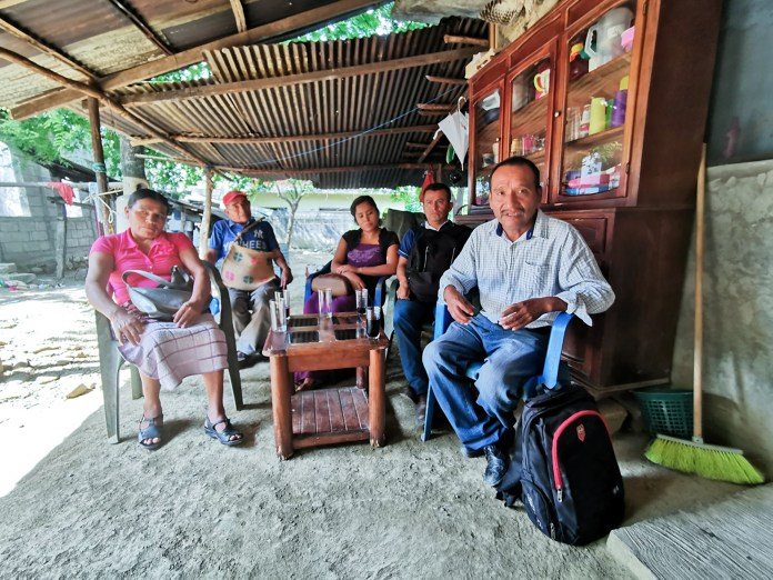 Meeting with Protestant families from La Mesa Limantitla