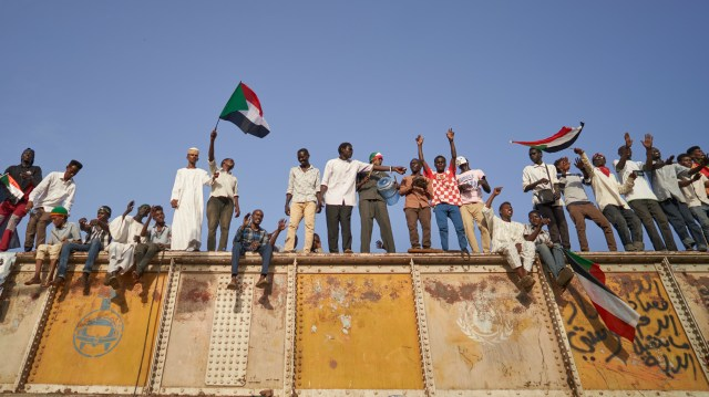 Protesters chant from a railroad track in May 2019 above a mass sit-in outside military headquarters in Khartoum to call on the country's military rulers to cede control.