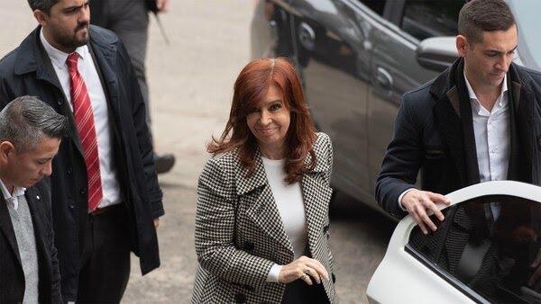 Cistina Kirchner en Comodoro Py (Adrián Escandar)