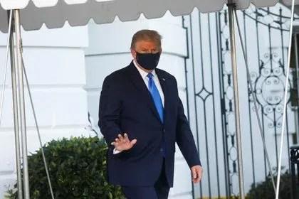 Trump sale de la Casa Blanca para dirigirse al Centro Médico Militar Walter Reed. Foto: REUTERS/Leah Millis