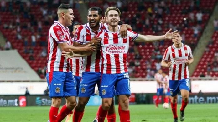 Chivas presentó sus nuevos uniformes