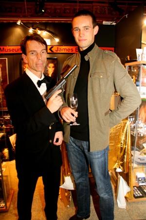 James Bond (Gunnar Schäfer)  och Fredrik Wndurp  från  James Bond museet på Berns salonger i Stockholm 20071012    http://www.stureplan.se/articles/5936/   foto karina@stureplan.se Karina Ljungdahl