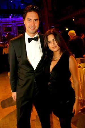 Joakim och Shara på James Bond museet på Berns 20071012  karina@stureplan.se Karina Ljungdahl   http://www.stureplan.se/articles/5936/