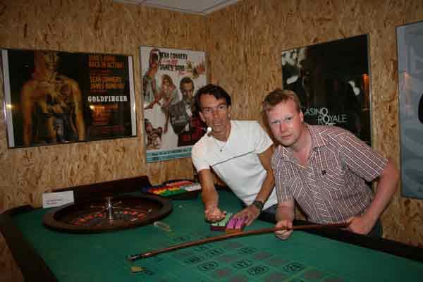 Bond...James Bond och Glans...Johan Glans spelar roulette