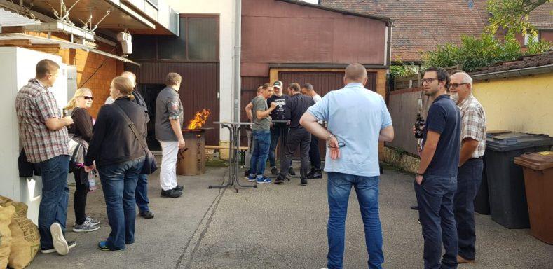 Wurst-Workshop im Hinterhof der Metzgerei Bless