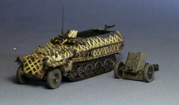 Dragon 7371 Sd.Kfz. 251 Ausf C rivetted version with Pak 35/36