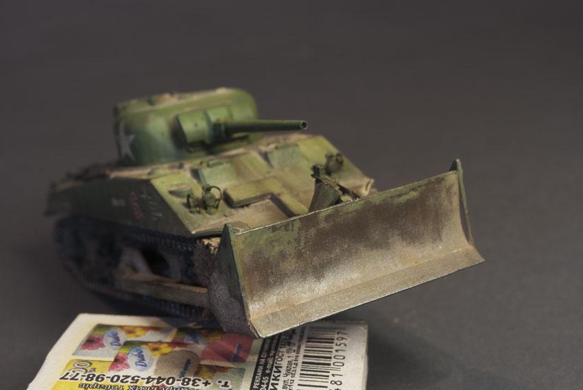 1/72 – UM – 214 – M4A2 with M1 Dozer Blade, FINISHED Model
