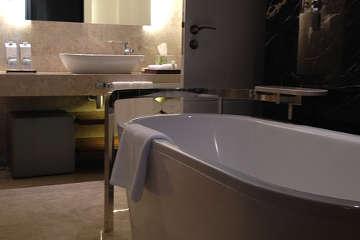 nettoyer une baignoire en acrylique