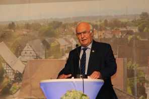 Ehrenbürger Dr. Martin Herrenknecht spricht ein Grußwort. Foto: J. Lehmann