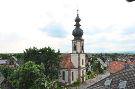 Heiliger Bimbam: Im Turm der evangelischen Kirche ist noch Platz für eine vierte Glocke. Foto: Archiv