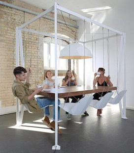 Conjunto-de-mesa-com-cadeiras-de-balanço