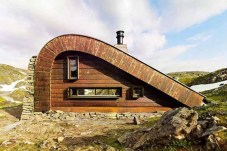 hunting-lodge-outdoor-640x427
