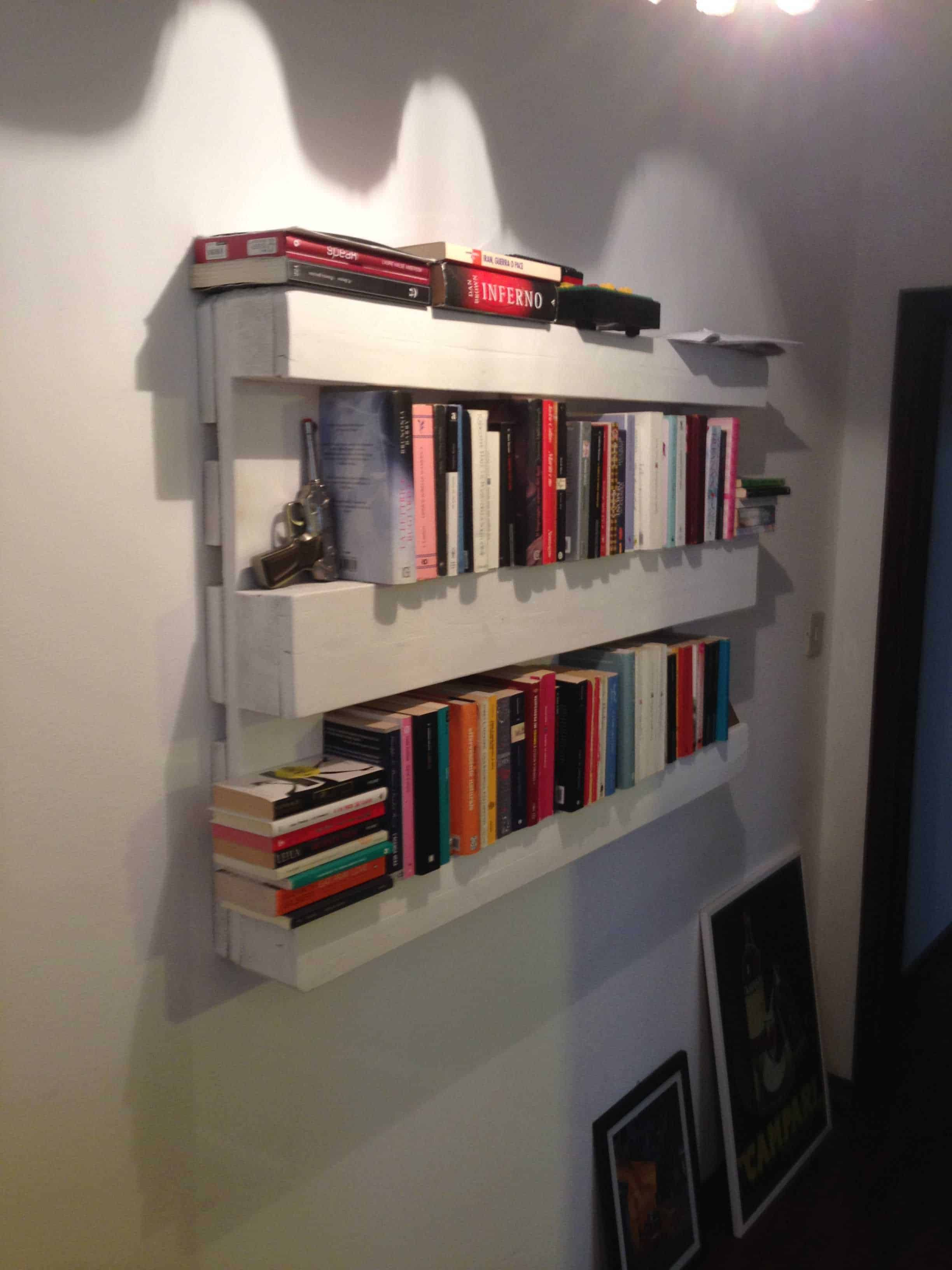 The Easiest Bookshelf Made From One Single Pallet 1001