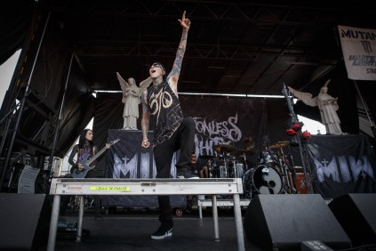 082_VWT_Motionless in White