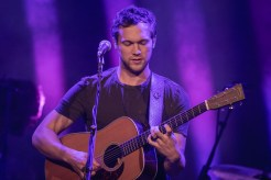 Phillip Phillips_001